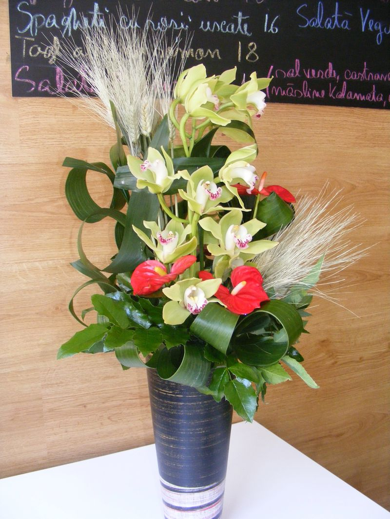 AN 32-120,00 Ron-Aranjament natural cu cymbidium si anthurium