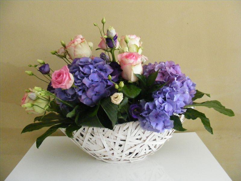 AN 35-150,00 Ron-Aranjament natural cu hortensie, trandafiri si lisianthus