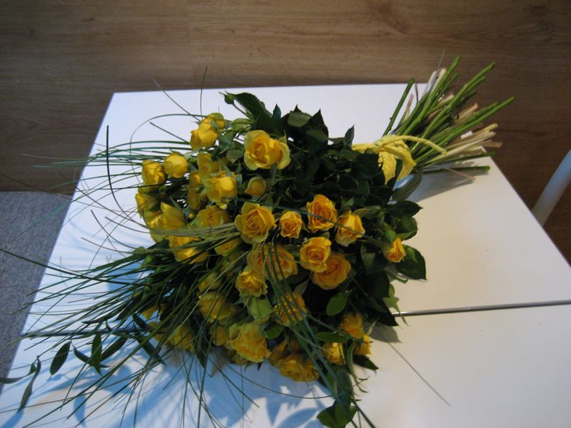 BF 19-100,00 Ron-Buchet flori cu minirosa
