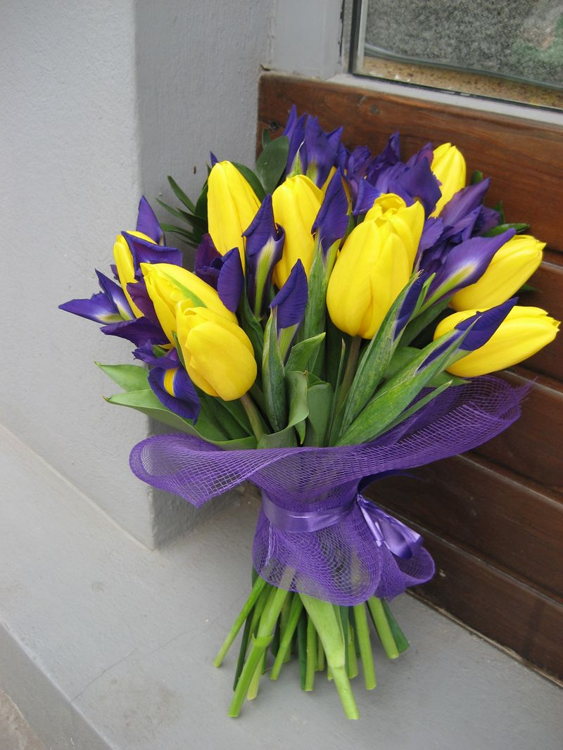 BF 20-120,00 Ron-Buchet flori cu lalele si irisi