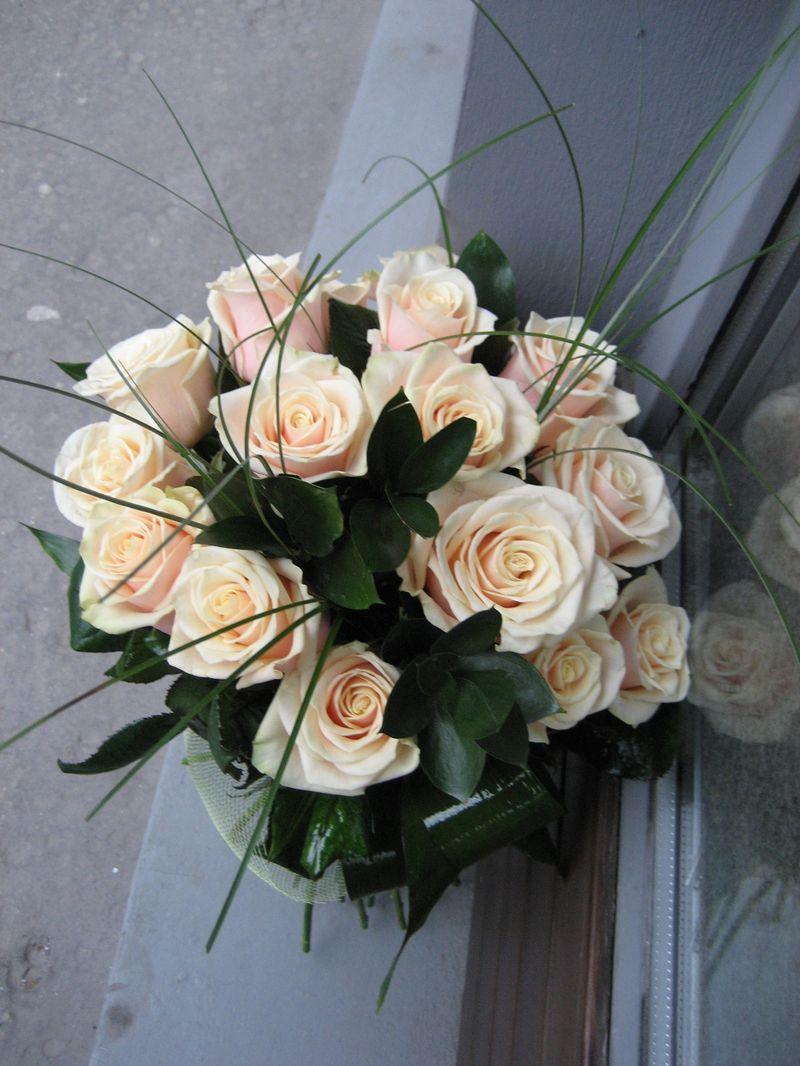 BF 21-130,00 Ron-Buchet flori cu trandafiri