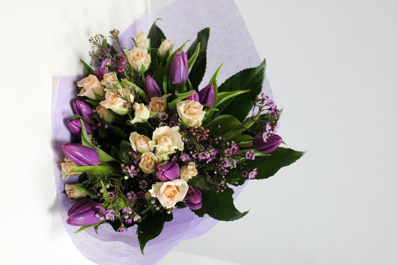 BF 22-100,00 Ron-Buchet de flori cu lalele, minirosa si wax