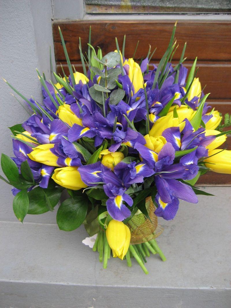 BF 25-200,00 Ron-Buchet flori cu lalele si irisi