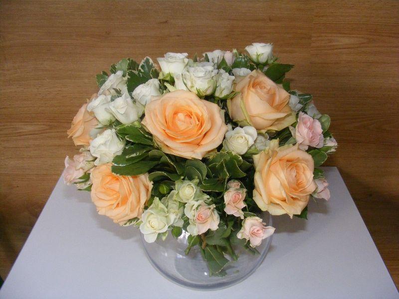 AN 39-220,00 Ron-Aranjament natural cu trandafiri si minirosa