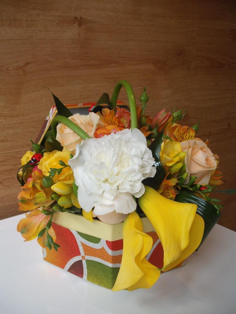 AN 40-190,00 Ron-Aranjament cu hortensie, cale si trandafiri