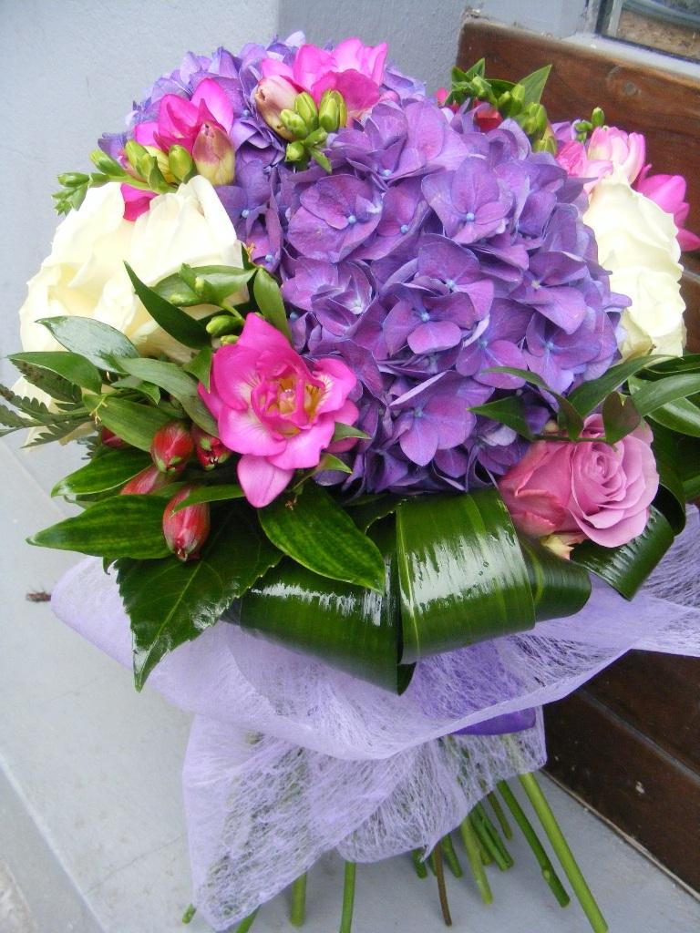 BF 29-220,00 Ron-Buchet de flori cu hortensie, frezii si trandafiri