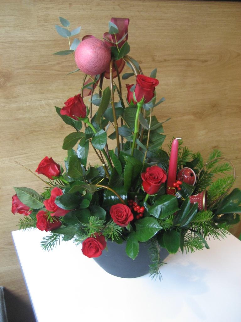 CR 06-150,00 Ron-Aranjament natural cu brad, trandafiri si globuri