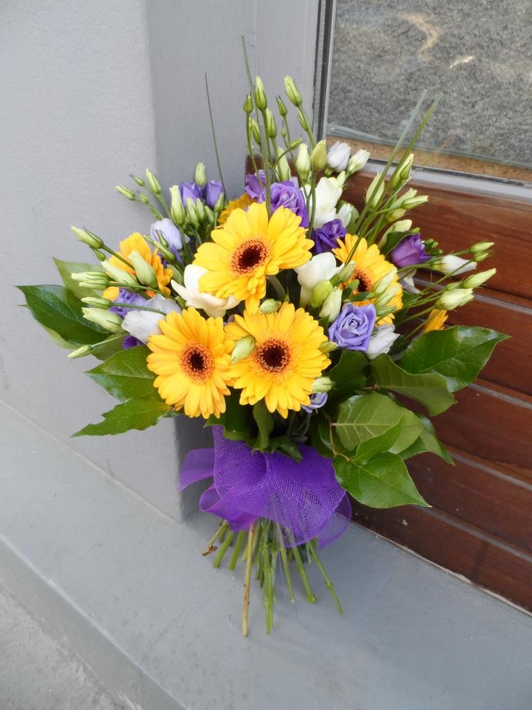 BF 30-140,00 Ron-Buchet de flori cu minigerbera, lisianthus si frezii
