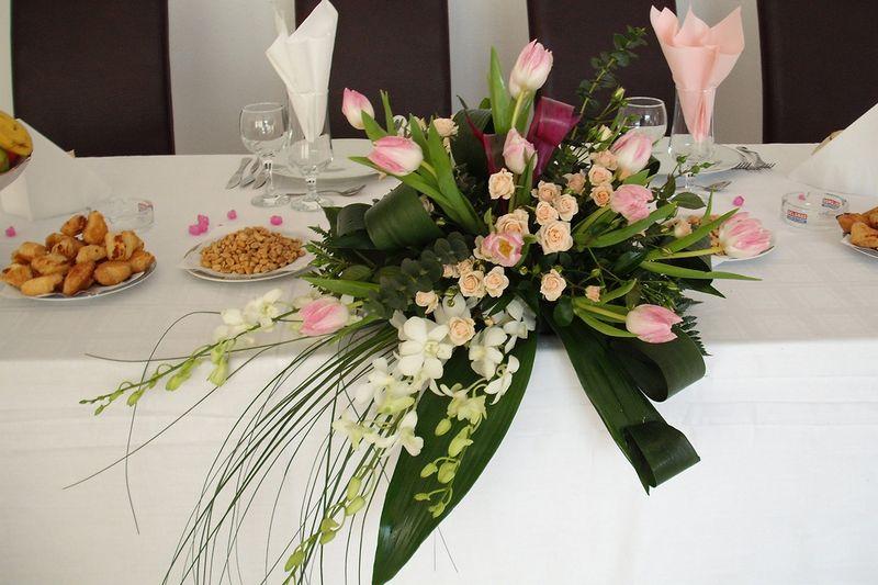AP 08-180,00 Ron-Aranjament prezidiu cu lalele, orhidee si minirosa