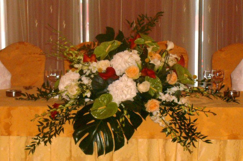 AP 09-680,00 Ron-Aranjament prezidiu cu hortensii, cale, trandafiri, craspedia